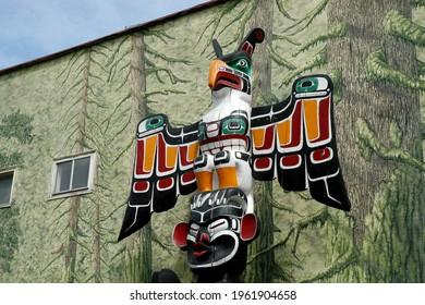 Tsonoqua, Mythological Wild Women Of The Woods (Thunderbird Above Tsonoqua) - Carver: Ned Matilpi 1990. Cowichan Valley, Vancouver Island, British Columbia, Canada.