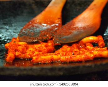 tteokbokki roasted in oil, one of the iconic foods in Seoul