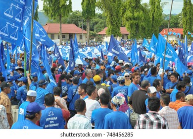 Tuaran Sabah Malaysia - Apr 20, 2013 : Barisan Nasional (BN) party supporter rallying during 13th Malaysian General Election in Tuaran. BN is the biggest political party in Malaysia.