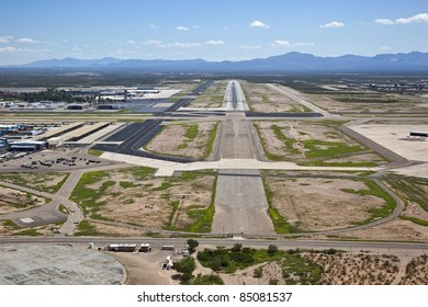 Tucson International Airport approach and runway