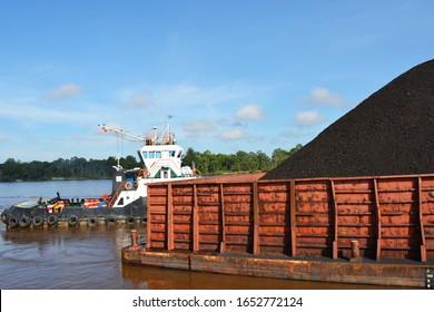 Tug boat, pontoon boat and coal