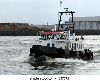 Tugboat on the Elbe.
