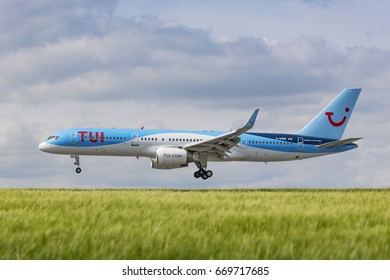 TUI Boeing 757-200 registration G-OOBB landing on May 21st 2017 at London Luton Airport, Bedfordshire, UK