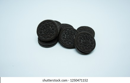 TULUNGAGUNG, INDONESIA – Desember 6, 2018: The classic Oreo is a tasty chocolatey sandwich biscuit filled with a creamy vanilla flavour centre. Oreo made by Mondelez International.