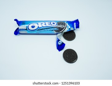 TULUNGAGUNG, INDONESIA – Desember 7, 2018: The classic Oreo is a tasty chocolatey sandwich biscuit filled with a creamy vanilla flavour centre. Oreo made by Mondelez International.