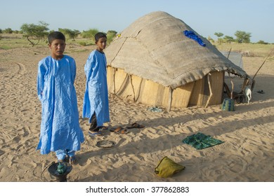 Tumbuctu,Mali- Sept.2,2011:Tuareg family in the desert of Mali