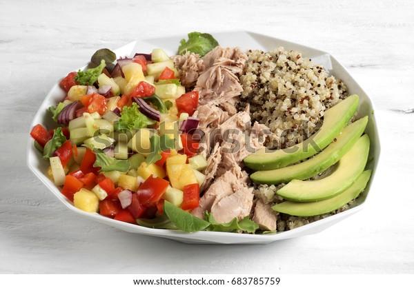 Tuna, quinoa and Habanero salad power bowl