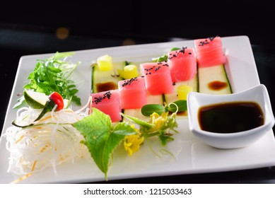 Tuna sashimi with sauce