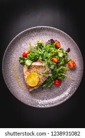 Tuna steak with wakame salad