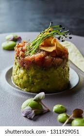 Tuna tartar with smashed avocado and crispy garlic