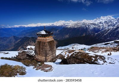 Tungnath is the temple of Lord Shiva, is located on a mountain ridge Tungnath in the state of Uttarakhand, India. The age of this temple - 1000 years