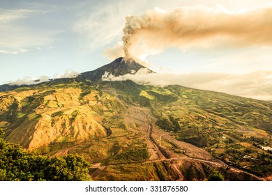 Tungurahua Volcano Smoking 29 11 2010 Ecuador South America 4Pm Local Time