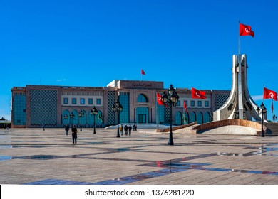 TUNIS, TUNISIA - FEBRUARY 3: People in  the government district on February 3, 2009 in Tunis, Tunisia. It is Tunisia's largest city, the greater metropolitan area holding some 2,700,000 inhabitants.