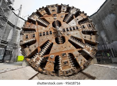 Tunnel boring machine cutter head
