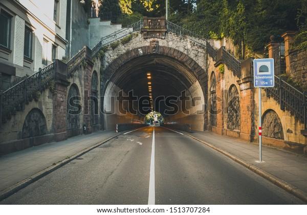 tunnel-street-city-urban-environment-600