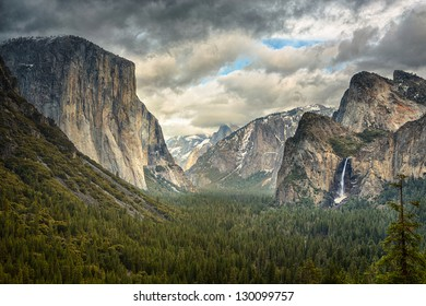 Tunnel View During a clearing winter storm in Yosemite National Park
