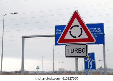Turbo roundabout sign