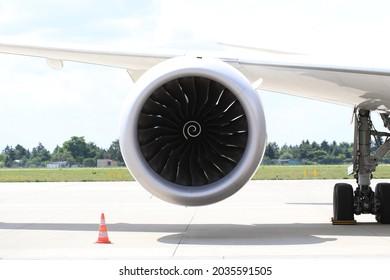 Turbofan engine under the wing of modern jetliner