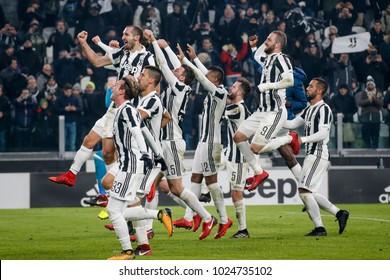 Turin, Italy. 23 December 2017. Campionato Italiano di SerieA, Juventus vs Roma 1-0. Juventus players celebrating the victory.