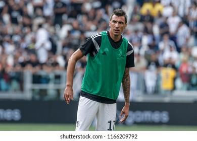 Turin, Italy. 25 August 2018. Campionato Italiano di SerieA, Juventus vs Lazio 2-0. Mario Mandzukic, Juventus, during warm up.
