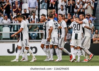 Turin, Italy. 25 August 2018. Campionato Italiano di SerieA, Juventus vs Lazio 2-0. Mario Mandzukic, Cristiano Ronaldo and team mates of Juventus, celebrating the goal.