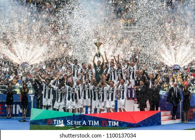 Turin, Italy. May 19, 2018. Allianz Juventus Stadium. Campionato Italiano di SerieA, Juventus-Hellas Verona 2-1. Juventus awarded for the victory of the 7th championship in a row. Team celebrating.