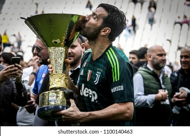 Turin, Italy. May 19, 2018. Allianz Stadium. Campionato Italiano SerieA, Juventus-Hellas Verona 2-1. Juventus awarded for the victory of the 7th championship in a row. Gianluigi Buffon with trophy.