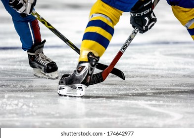 TURIN, ITALY-FEBRUARY 13, 2006: Close up legs during the Female Ice Hockey match Italy vs Sweden, during the Winter Olympic Games of Turin 2006.