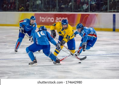 TURIN, ITALY-FEBRUARY 13, 2006: Female Ice Hockey match Italy vs Sweden, during the Winter Olympic Games of Turin 2006.