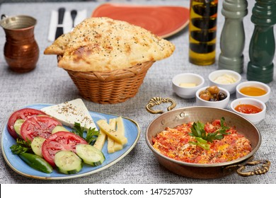 turk kahvalti turkish breakfast menemen kahvalti tabagi sucuk