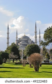 Turkey. Istanbul. Blue Mosque ( Sultanahmet Cami ) and green park