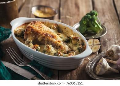 turkey leg with broccoli baked in béchamel sauce