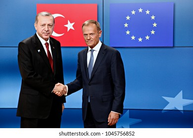Turkey's President Tayyip Erdogan (L) shakes hands with European Council President Donald Tusk (R) ahead of a meeting at the EU Council in Brussels, Belgium, on May 25, 2017.