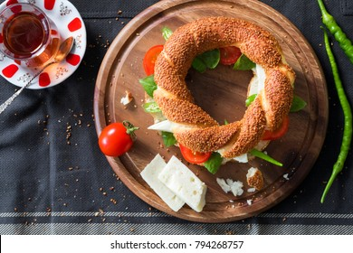Turkish bagel with cheese, tomato, green pepper, basil, tea
