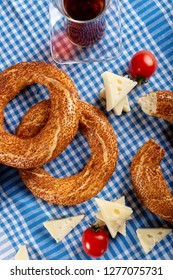 Turkish bagel (simit, gevrek) and tea