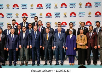 Turkish President Recep Tayyip Erdogan poses with the parliamentery members candinates on May 29, 2018 in Istanbul