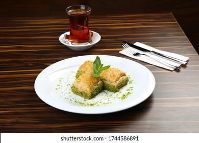 Türkisches Dessert Baklava mit Pistazien