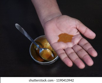 Turmeric and Mustard Oil Mixture For Good Health, Mustard Oil and Turmeric Mixture on Hand, Haldi and Sarso ke tel Ka Mixture for Good Health, Health Boost Remedy
