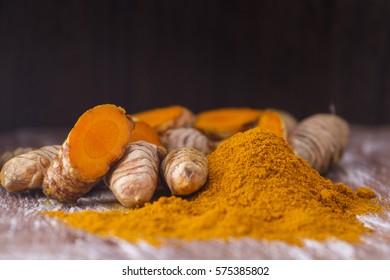 Turmeric root and powder (Curcuma longa)