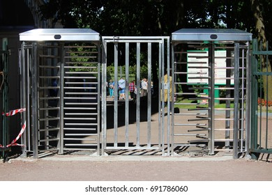The turnstile full-height rotor electromechanical is installed at the entrance to the Gatchina Park to control and limit the travel of bicycles.