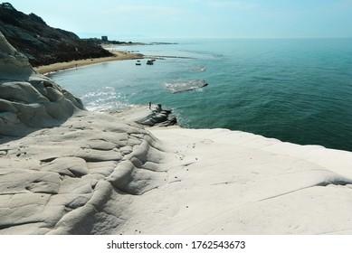 Türkisblaues Meer und weiße Küste Sizilien Sommer Tourismus Naturdenkmal