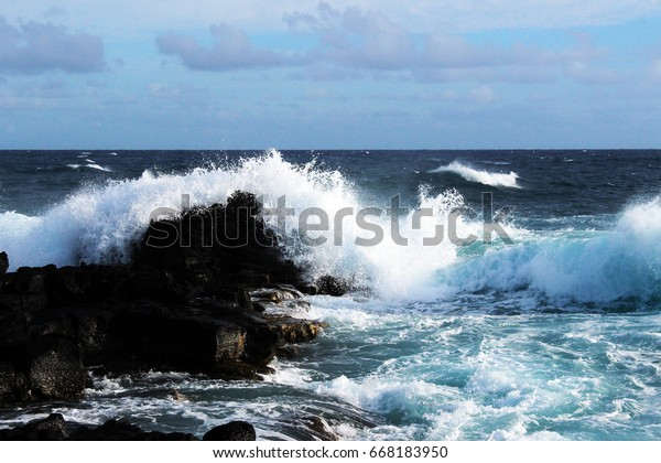 turquoise waves hitting the shoreline, beautiful waves