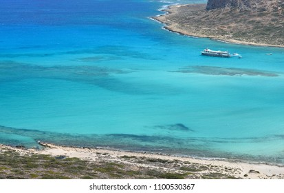 The turquoise-colored lagoon of the southern seas