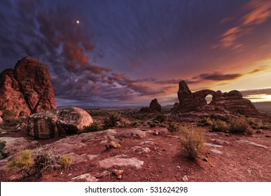 Turret Arch at sunset, Arches National Park, Utah, USA