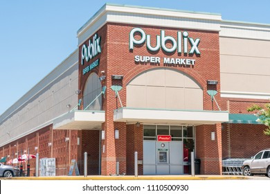 TUSCALOOSA, AL/USA - JUNE 6, 2018: Publix grocery store exterior and logo. Publix Super Markets, Inc. is a American supermarket chain.
