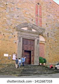TUSCANY, AREZZO – SEPTEMBER 18, 2006: tourists in front of the 13th century Badia Church. A great artistic heritage is present in the church.