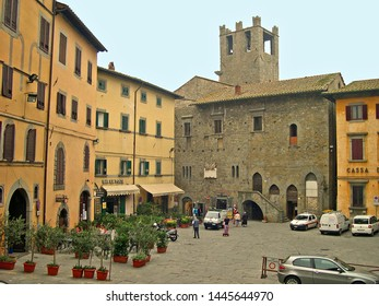 TUSCANY, CORTONA – SEPTEMBER 19, 2006: the beautiful Signorelli square. The square is the heart of Cortona.