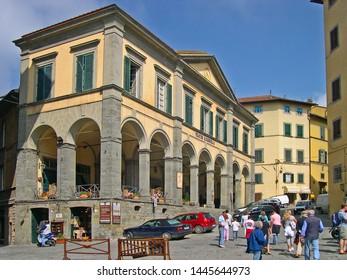 TUSCANY, CORTONA – SEPTEMBER 19, 2006: tourists in front of  Signorelli theatre in Signorelli square. The square is the heart of Cortona.