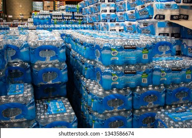 Imágenes, fotos de stock y vectores sobre Case Bottled Water