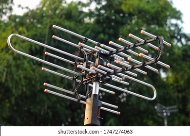 TV antenna function is to convert electrical signals into electromagnetic signals, then radiate them